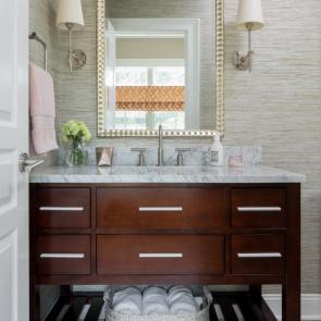 laurie-digiacomo-interiors-bathroom-design-gold-framed-mirror